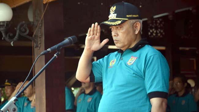 Catatan Santoso Lampiran 17.48 (1 jam yang lalu) kepada Catatan, saya, memontumselamanya Plt Bupati Malang HM Sanusi saat memimpin upacara Haornas. (sur)