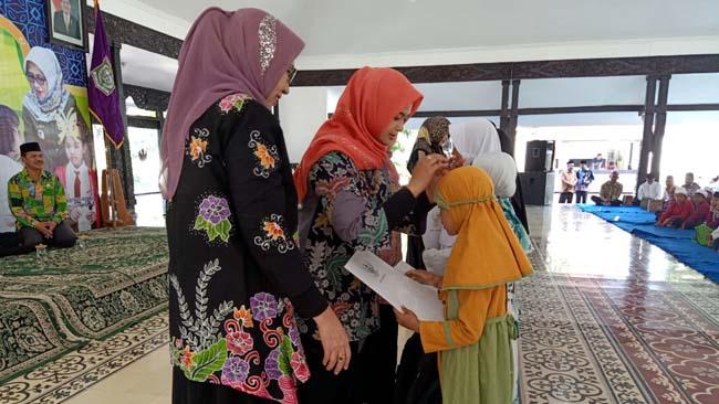 Peringati Tahun Baru Islam, Pemkab Lumajang Serahkan Bantuan kepada 400 Anak Yatim Piatu
