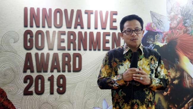Walikota Sutiaji Lontarkan Rompi Warning Kinerja di paparan Innovative Goverment Award 2019