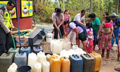 Pendistribusian air bersih kepada warga terdampak kekeringan di Kabupaten Trenggalek
