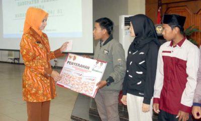 Pemberian Beasiswa PT Direspon Baik Masyarakat Jember